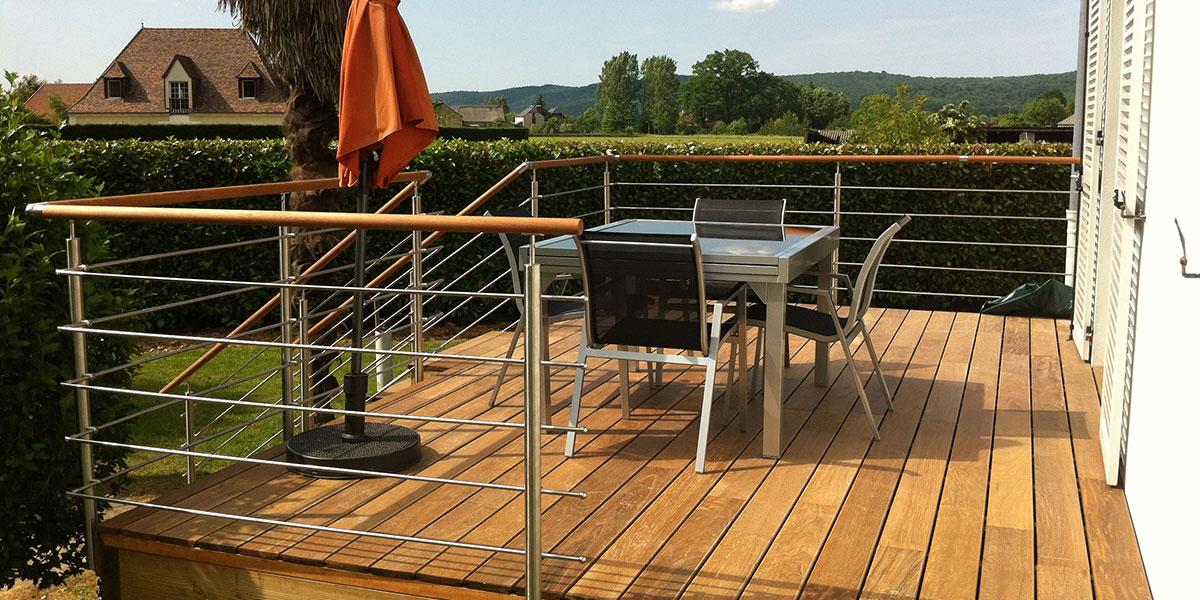 Terrasse suspendue en bois