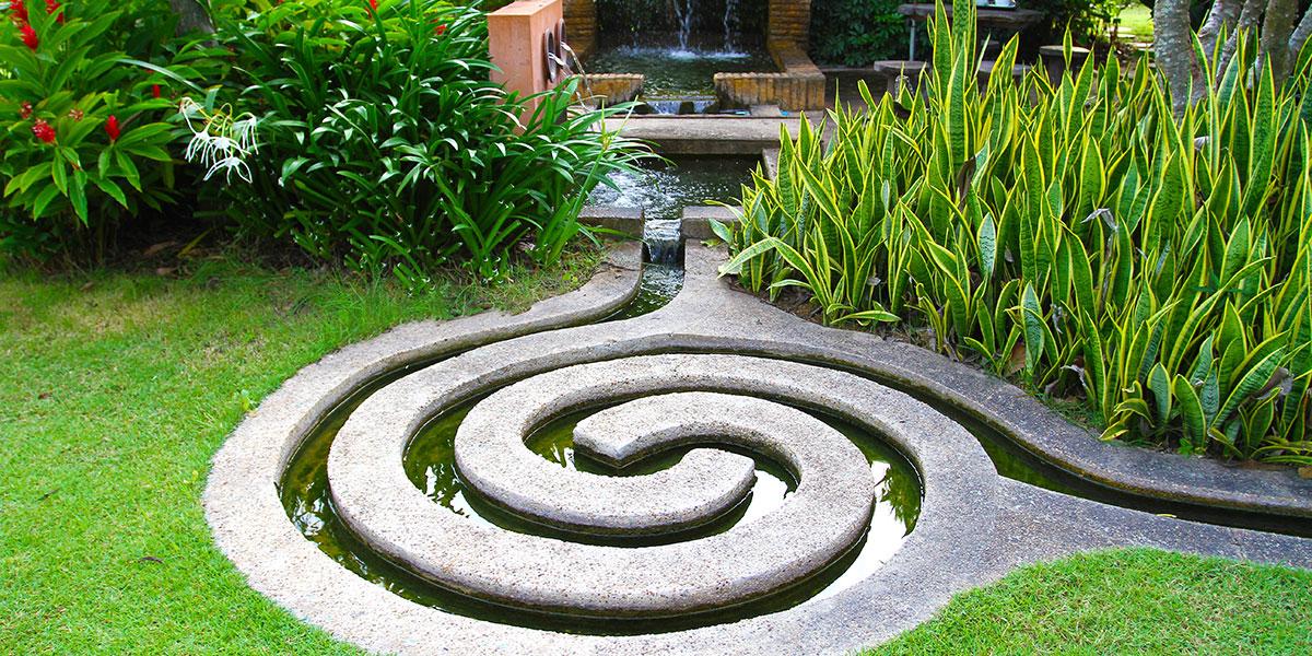Bassin en spiral et lame d'eau