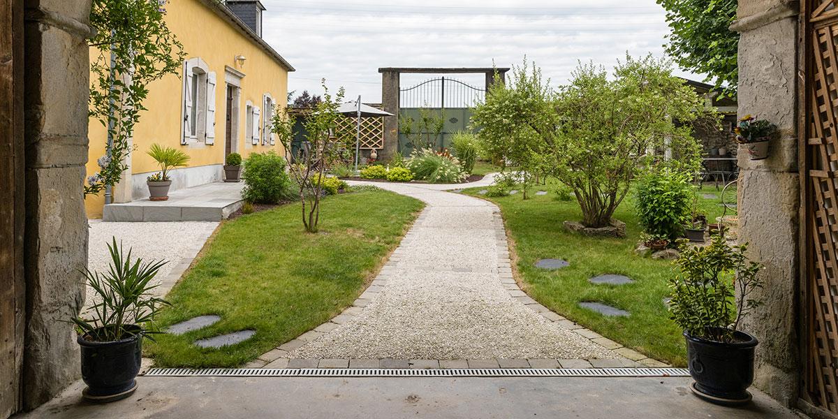 Allée entrée de jardin paysager à Pau